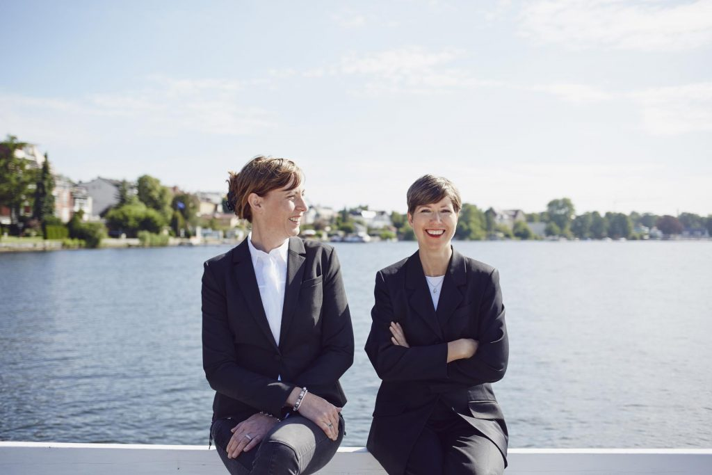 Rechtsanwältinnen Doerte Oswald (links) und Judith Häusler (rechts)